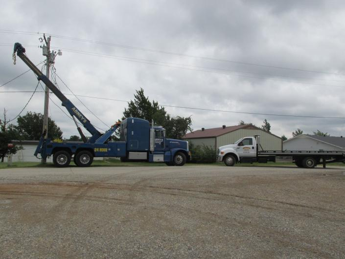 [Image: We can do light duty, medium duty and heavy duty towing! Available 24/7!]